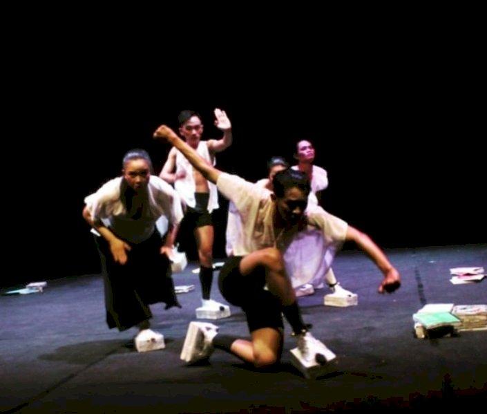 DAAL saat menampilkan Ilaika pada even Temu Teater se-Sumatera di Jambi, tahun lalu/Net